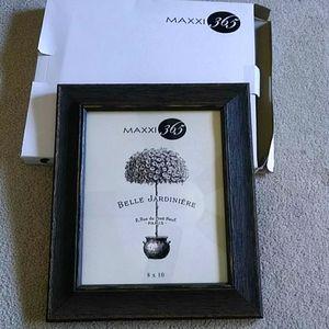 Maxxi 365 Distressed Wood 8x10 Frame
